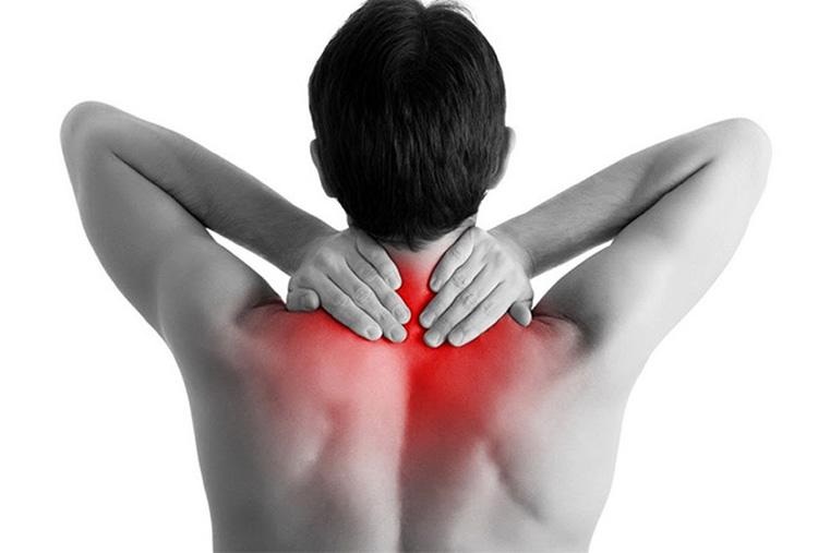 Thoát vị đĩa đệm cột sống cổ gây đau đớn và tê cứng phần cổ
