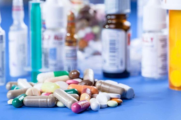 Điều trị thoát vị đĩa đệm bằng thuốc Tây có thể xảy ra tác dụng phụ