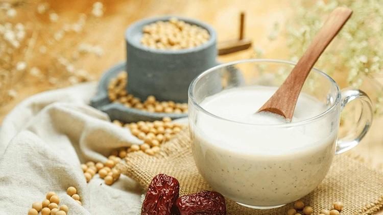 Sữa đậu nành cung cấp hoạt chất Genistein giúp xương chắc khỏe