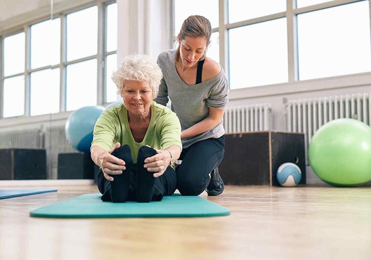 Phương pháp vật lý trị liệu giúp người bệnh giảm đau, kéo giãn cột sống