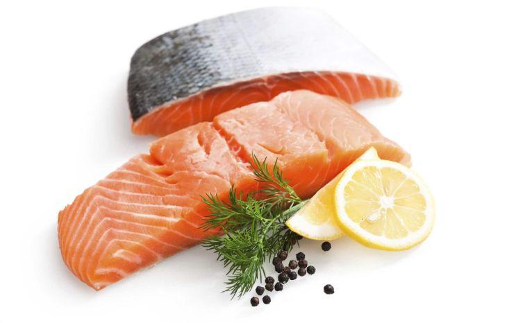 Cá hồi giàu omega-3 tốt cho sự phát triển của thai nhi