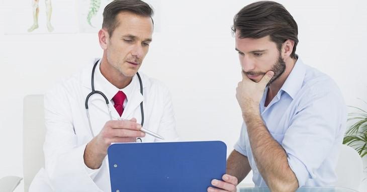 Khi thấy xuất hiện tinh dịch có màu đỏ cần liên hệ với bác sĩ để được tư vấn