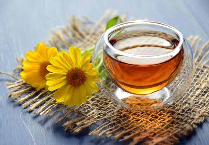 Uống trà hoa cúc mỗi ngày giúp giải tỏa căng thẳng, mệt mỏi