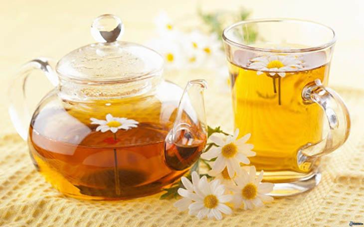 Trà hoa cúc giúp cải thiện tình trạng ợ chua tiêu chảy