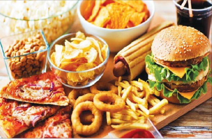 Thức ăn chế biến sẵn, nhiều dầu mỡ không tốt cho trẻ bị đau dạ dày