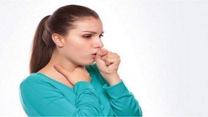 Axit dạ dày trào ngược kích thích và làm tổn thương cổ họng gây ra ho đờm