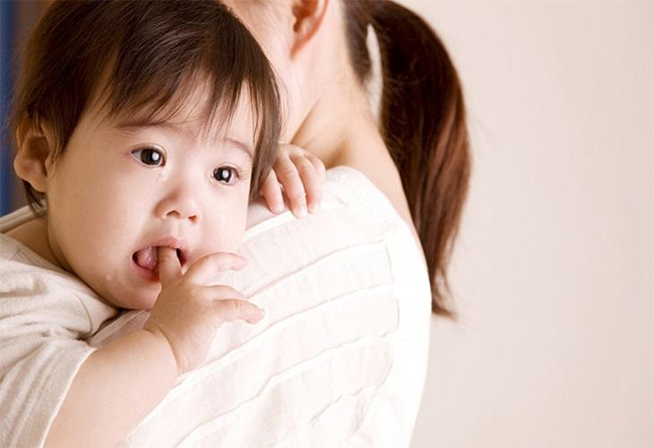 Trẻ 2 tuổi bị trào ngược dạ dày, nguy hiểm như thế nào?
