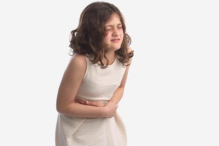 Đau bụng - biểu hiện thường thấy ở trẻ bị viêm loét dạ dày