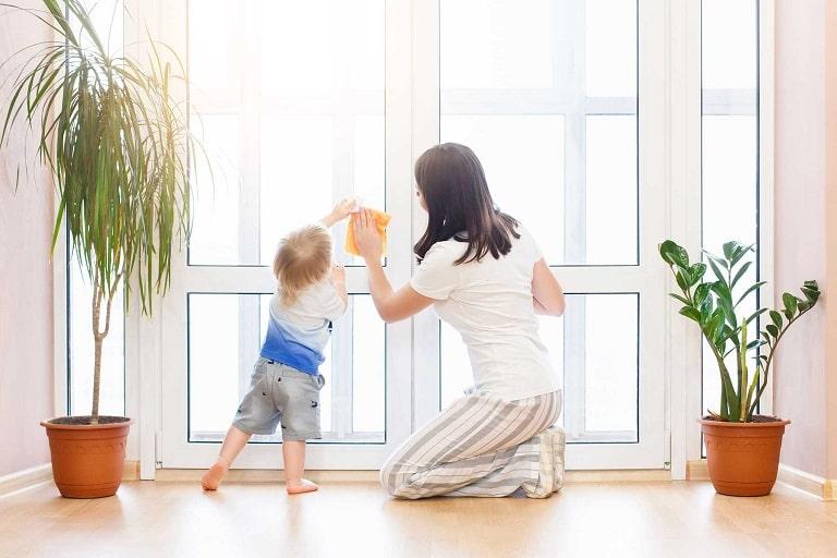 Giữ môi trường sống thông thoáng, sạch sẽ giúp phòng bệnh mề đay cho trẻ