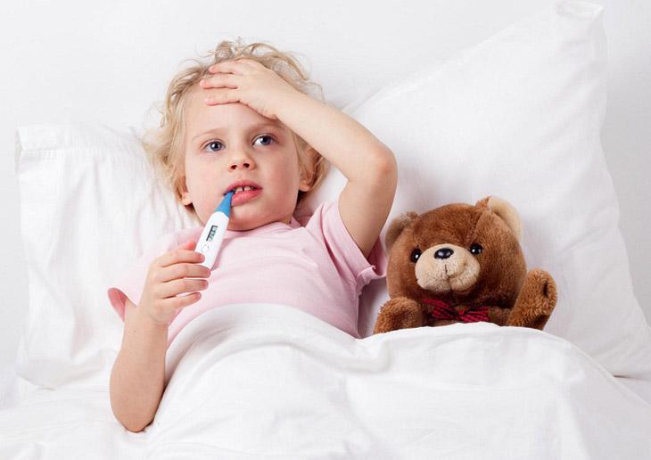 Trẻ bị viêm họng cấp - bệnh lý hô hấp phổ biến