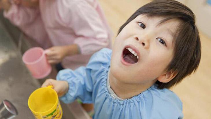 Áp dụng mẹo dân gian điều trị viêm họng cấp ở trẻ hiệu quả