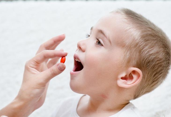 Không nên lạm dụng thuốc Tây y để trị bệnh cho trẻ