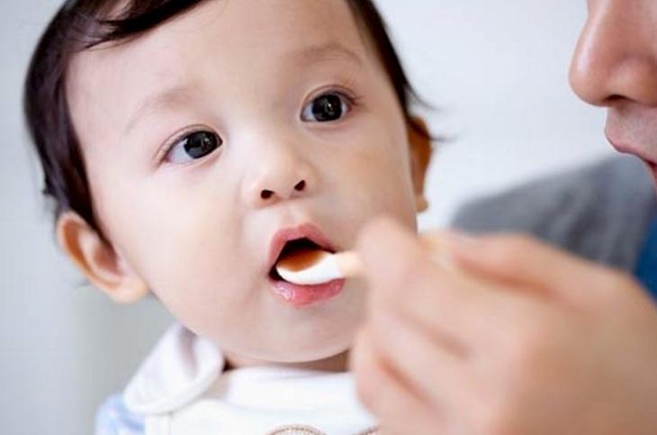 Có thể sử dụng bài thuốc dân gian để trị bệnh viêm họng cho trẻ