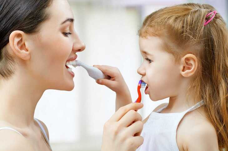 Vệ sinh răng miệng sạch sẽ là cách tốt nhất giúp trẻ không bị viêm họng