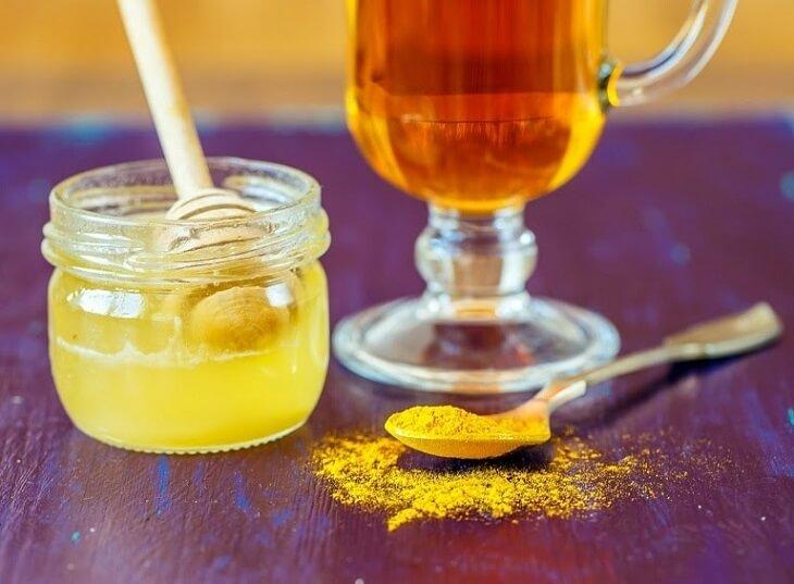 Uống tinh bột nghệ và mật ong chữa viêm đại tràng