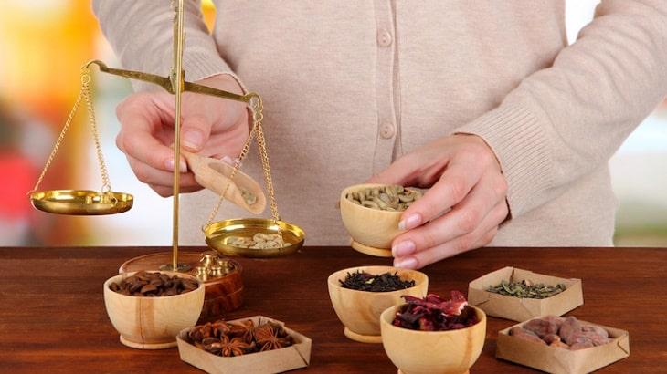 Thuốc Đông y hỗ trợ cải thiện tình trạng viêm trên da có hiệu quả?