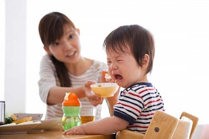Chế độ ăn uống khiến trẻ bị viêm hang vị dạ dày