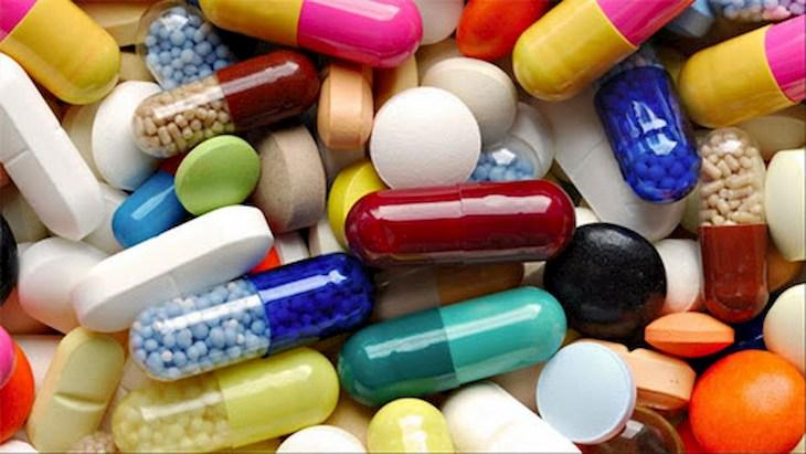 Thuốc kháng sinh dùng cho trường hợp viêm họng cấp do virus có biểu hiện sốt cao