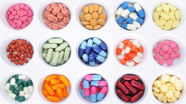 Mặc dù viêm họng có cần uống kháng sinh nhưng người bệnh nên sử dụng theo phác đồ của bác sĩ