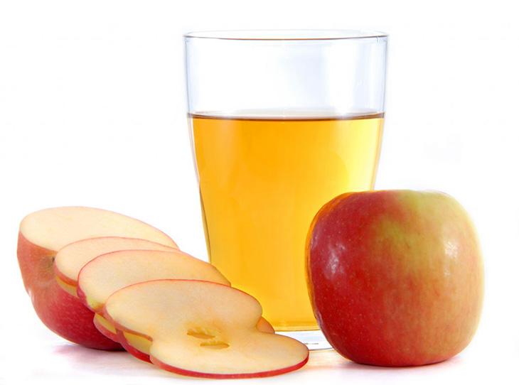 Súc họng với giấm táo vệ sinh khoang miệng mỗi ngày