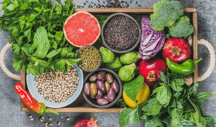 Rau xanh và trái cây là những thực phẩm không thể thiếu khi điều trị viêm họng hạt