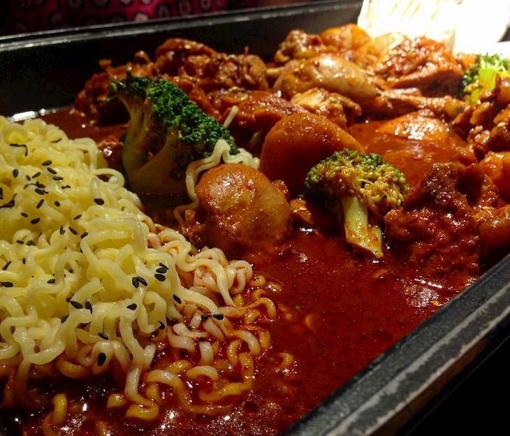Cần kiêng đồ ăn cay nóng khi điều trị viêm họng mãn tính