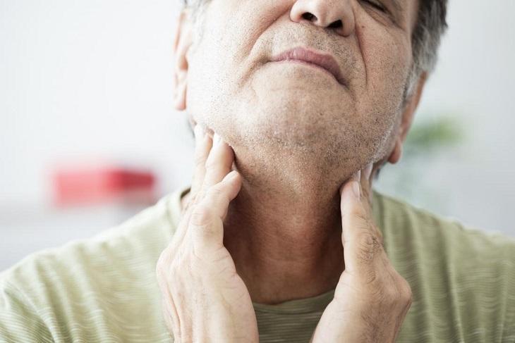 Viêm họng mãn tính có nguy hiểm không là vấn đề được nhiều chị em quan tâm