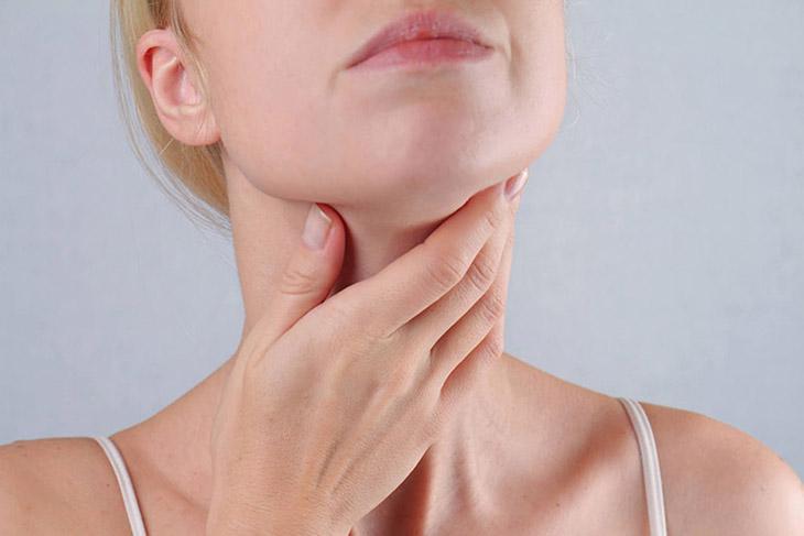 Người bệnh bị sưng đau, nghẹn họng và khó nuốt