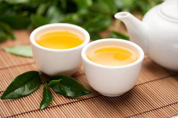 Viêm họng uống gì hết? Bổ sung nước trà xanh mỗi ngày