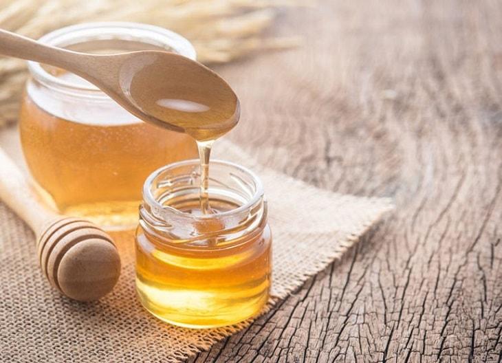 Mật ong giúp giảm viêm sưng, dịu họng và kháng khuẩn tốt