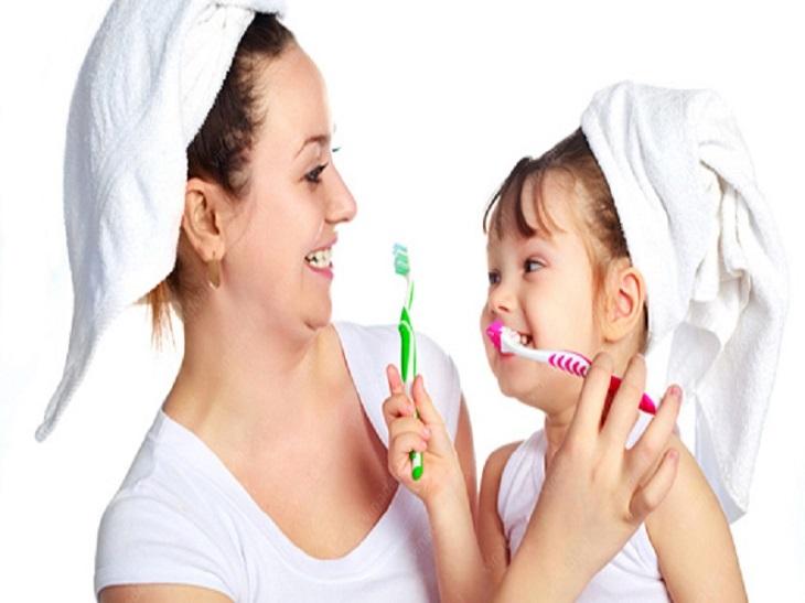 Vệ sinh răng miệng sạch sẽ để phòng ngừa viêm họng vincent
