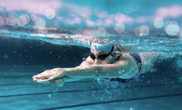 Bị viêm mũi dị ứng có nên đi bơi không