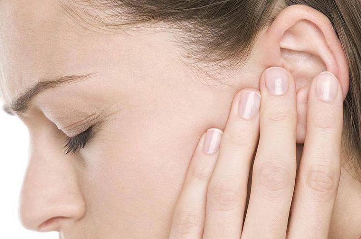 Viêm tai giữa gây đau nhức, khó chịu
