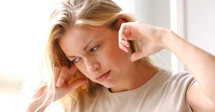 Viêm tai giữa gây ù tai làm cho bạn gặp nhiều bất tiện trong cuộc sống