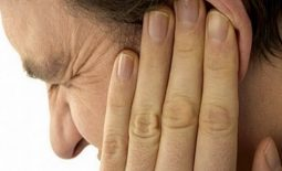 Viêm tai giữa cấp ở người lớn: Nguyên nhân, cách điều trị dứt điểm