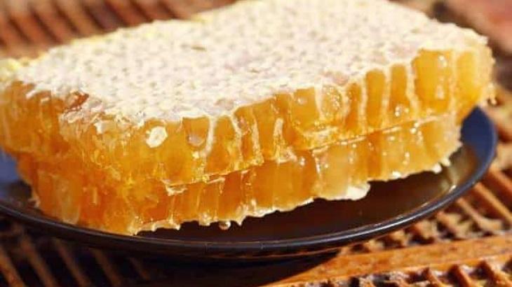 Sáp ong thổi vào tai có đỡ đau và chảy dịch?