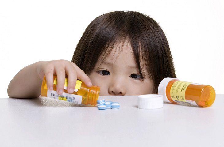 Trị bệnh viêm tai giữa cho trẻ bằng Tây y