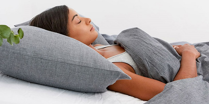 Nâng cao đầu khi ngủ giúp giảm hiện tượng nghẹt mũi gây mất ngủ