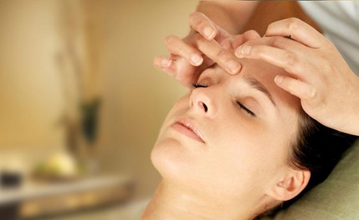 Massage mặt giúp cải thiện tình trạng đau đầu, nghẹt mũi, giảm mất ngủ hiệu quả