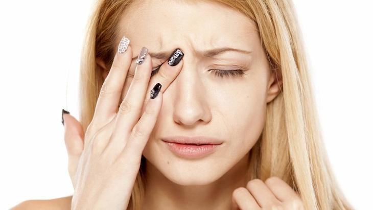 Viêm xoang có thể biến chứng ảnh hưởng đến mắt rất nguy hiểm