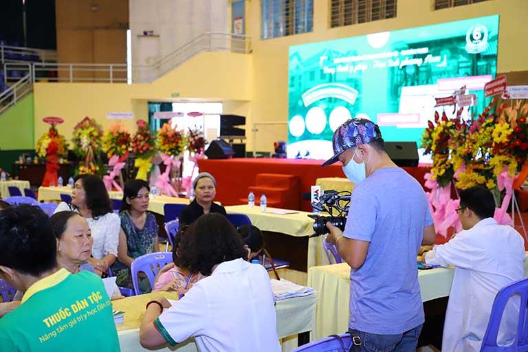 Buổi lễ kỷ niệm của Trung tâm Thuốc dân tộc 145 Hoa Lan đã được đông đảo báo chí, truyền hình VTV ghi hình giới thiệu