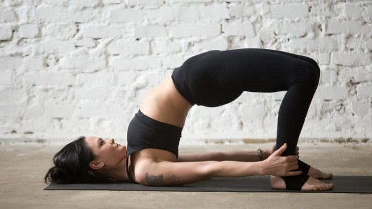 Cách thực hiện bài yoga Sethu Bandhasana (Tư thế bắt cầu)