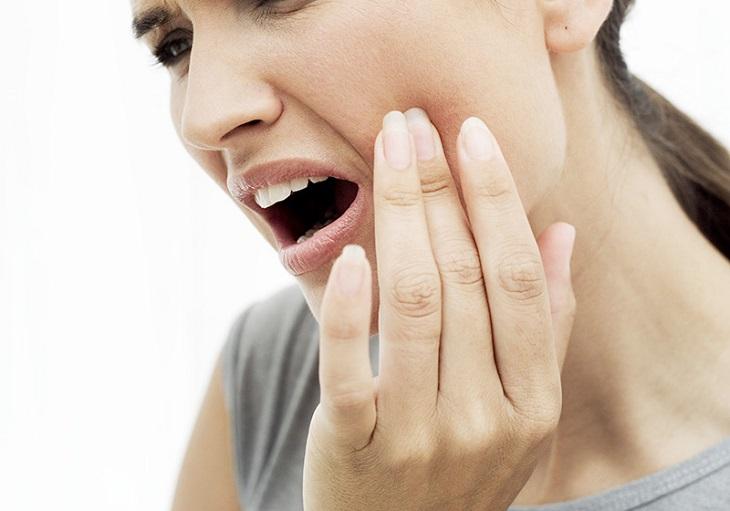 Đau răng là biến chứng phổ biến của viêm xoang hàm, gây cảm giác đau nhức dữ dội cho người bệnh
