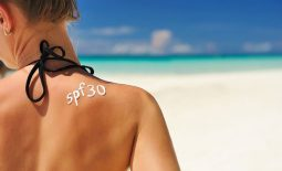 Khi bị vảy nến người bệnh có thể đi tắm biển tuy nhiên cần phải tuân thủ một số nguyên tắc để bảo vệ da