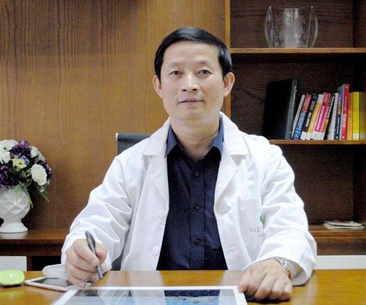 PGS.TS Kiều Đình Hùng là bác sĩ có chuyên môn sâu về Phẫu thuật thần kinh cột sống