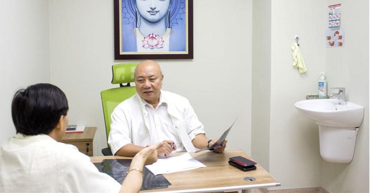 PGS.TS Nguyễn Văn Thạch là một trong những bác sĩ chữa thoái hóa cột sống giỏi