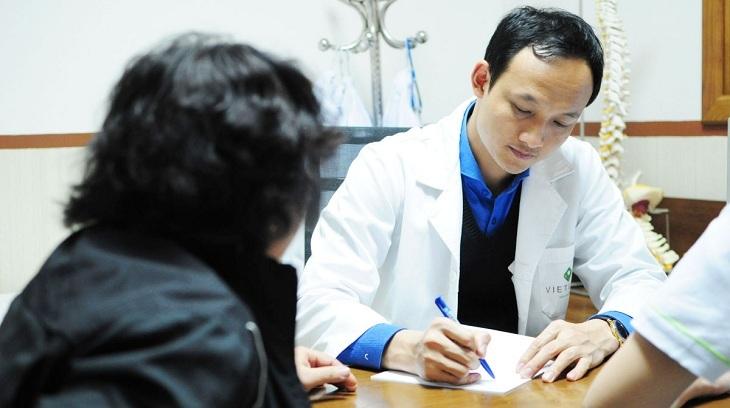 Bác sĩ Trần Quốc Khánh nổi tiếng chữa thoát vị đĩa đệm giỏi ở Hà Nội