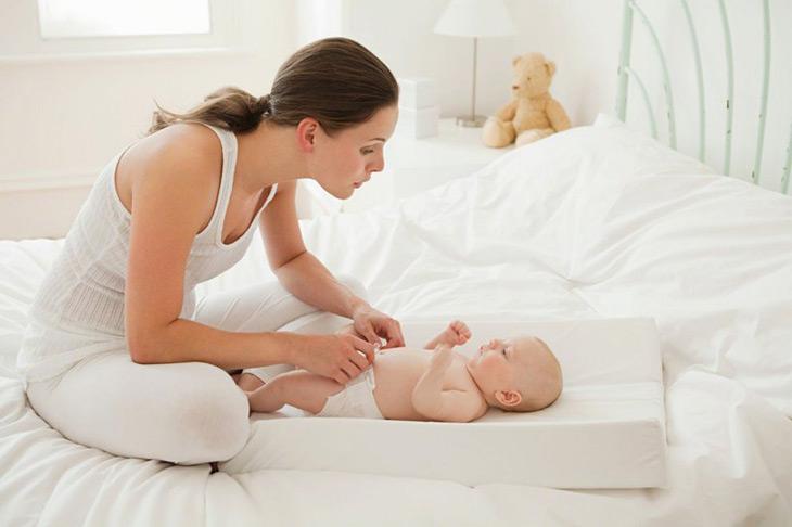 Bé sơ sinh khó ngủ ảnh hưởng tới cả mẹ và con