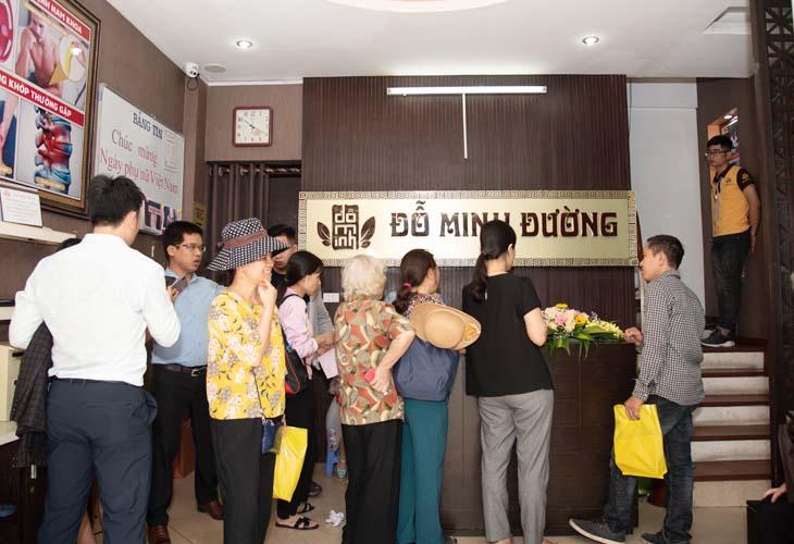 Bệnh nhân chờ khám tại Đỗ Minh Đường