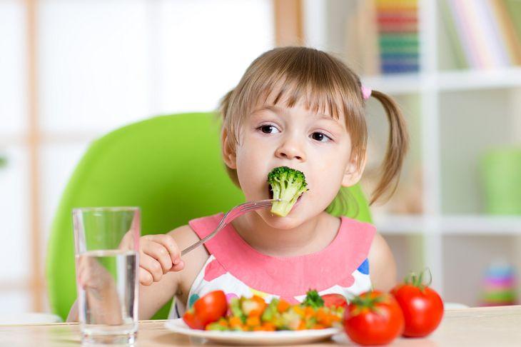 Tăng cường chất xơ để phòng ngừa bệnh trĩ cho trẻ